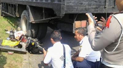 Mencegah Pemotor Tak Masuk Kolong Truk Ketika Kecelakaan