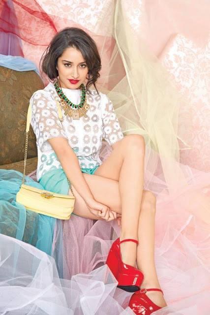 Shraddha Kapoor in red sandals, Shraddha Kapoor in high heels, Shraddha Kapoor sexy legs, Shraddha Kapoor hot legs, Shraddha Kapoor in shorts, Shraddha Kapoor thunder thighs, Shraddha Kapoor thighs pics, Shraddha Kapoor hottest hd wallpaper