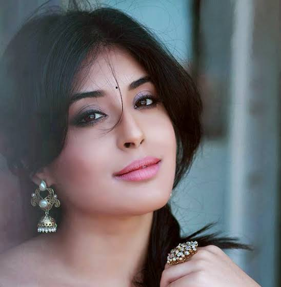 Hot Tv Actress Kritika Kamra New Hd Wallpapers Images Photos