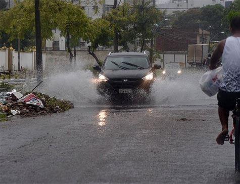 Apac emite aviso de chuvas fortes para esta quarta-feira (13)