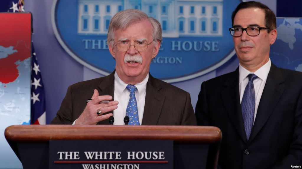 El  asesor de Seguridad de EE.UU., John Bolton, y el Secretario del Tesoro, Steven Mnuchin / REUTERS