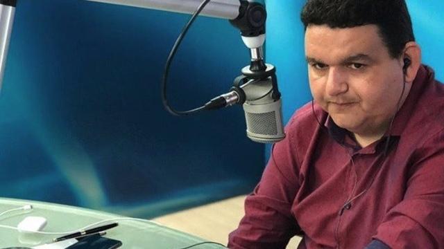Radialista Fabiano Gomes é preso na Calvário por constrangimento a investigados