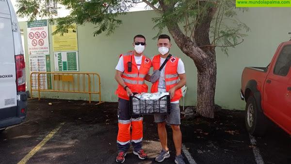 Cruz Roja distribuye ayudas sociales y más de 50.000 mascarillas FFP2 a las personas afectadas en La Palma