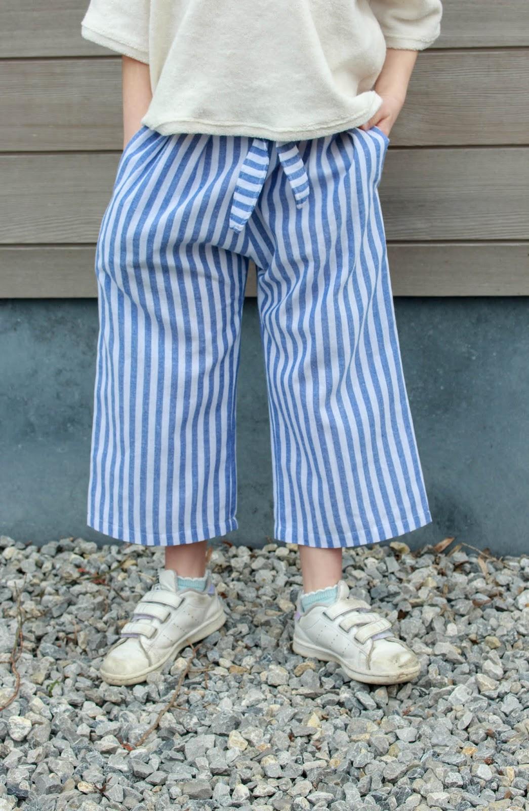 728ef2dfd52d06 Patronen  Clara Culotte - WISJ Designs Nellie naveltruitje - Smospotten    Snoesjes Stoffen  Broek  De Stoffenkamer Truitje  Mon Depot