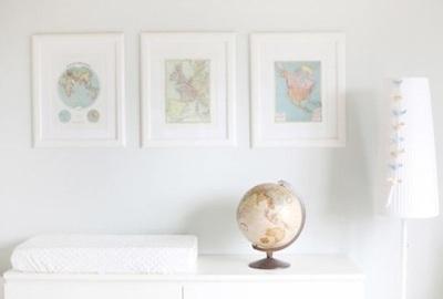 Globe juga terlihat cantik dipajang di kamar bayi bertema Vintage Travel. Yang terpenting adalah penyesuaian warna globe dengan dinding dan furniture,