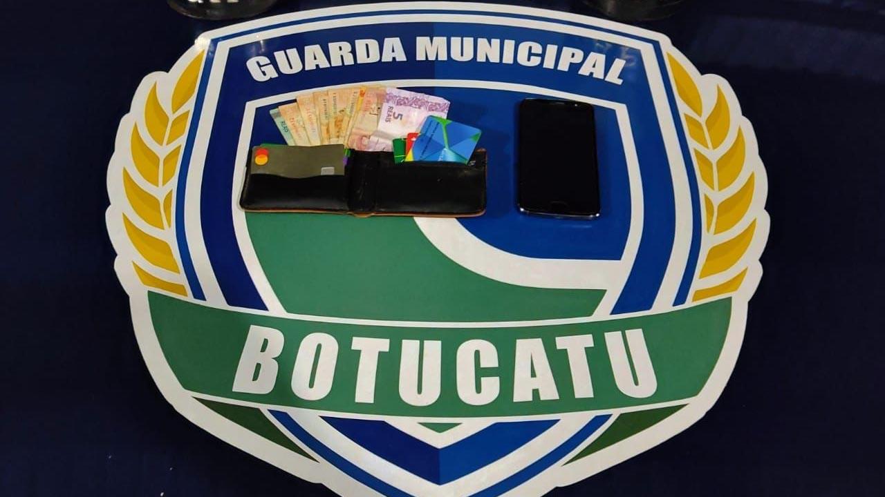 Adolescentes que furtaram interior de veículo no Bairro Jardim do Bosque são capturados em Botucatu