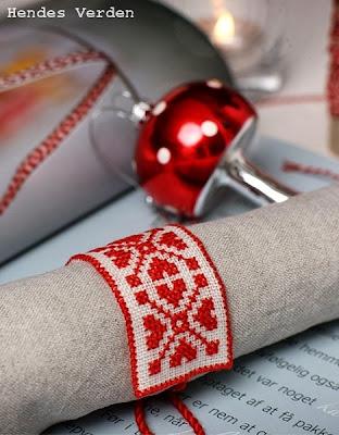 http://www.hendesverden.dk/jul/Julesysler/Julehandarbejde/Serviet-med-broderi/?utm_source=Fredag_Hendes_Verden_Regular&utm_medium=Nyhedsbrev&utm_campaign=2013-11-29