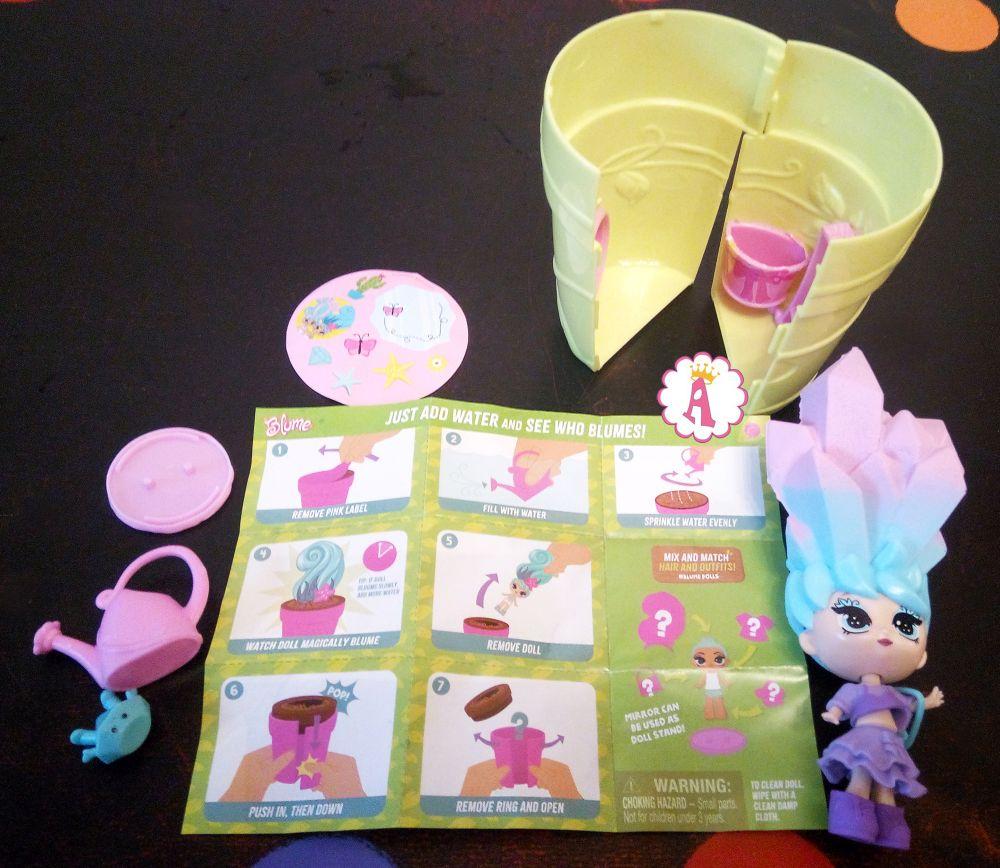 Сюрпризы и куклы Blume Dolls серия 1 распаковка цветочного горшка с игрушками