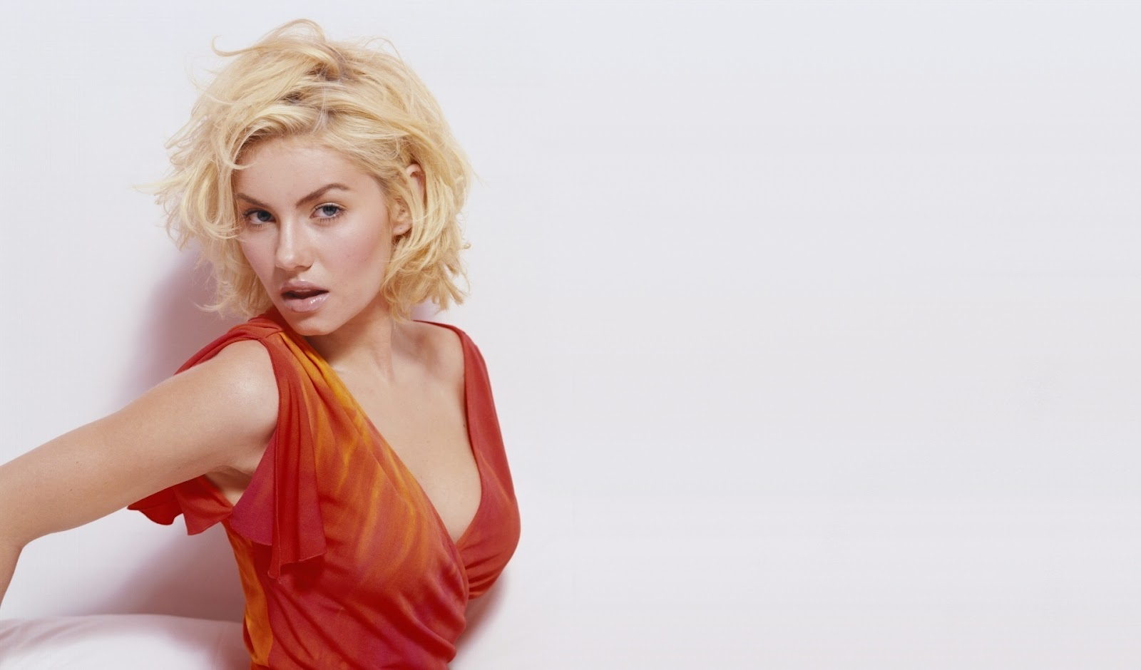 Elisha Cuthbert Hd Wallpapers: Sexy Elisha Cuthbert Full HD Wallpapers 1080p