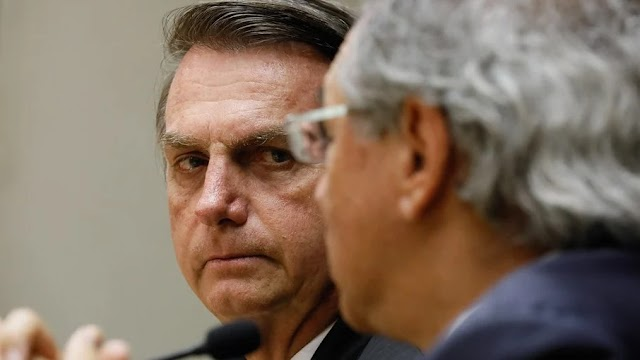 "Bolsonaro muda regra do teto e pode receber aposentadoria ""dobrada"