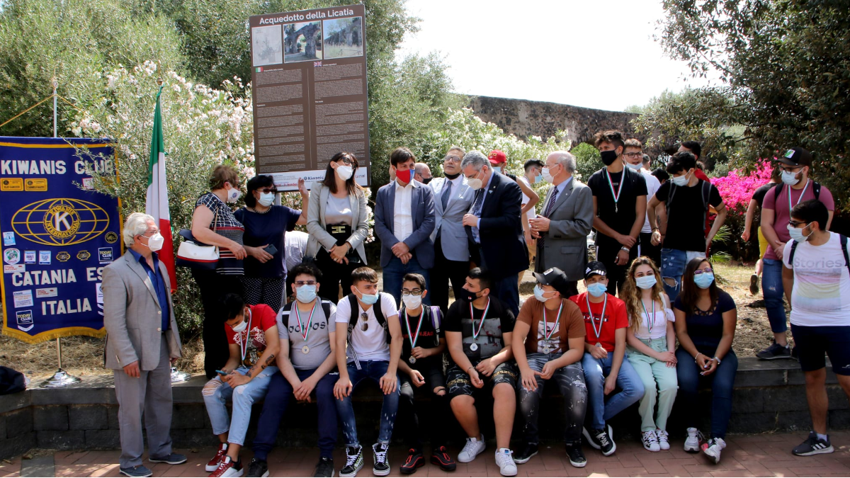 I giovani adottano il Parco Gioeni targhe bilingue Fermi Eredia