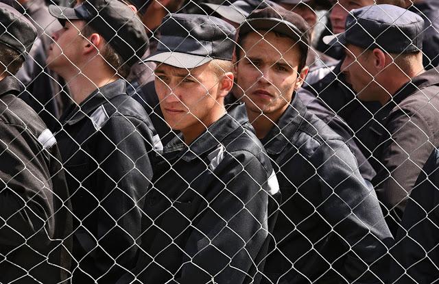 Мы требуем немедленно освободить всех заключенных в России!