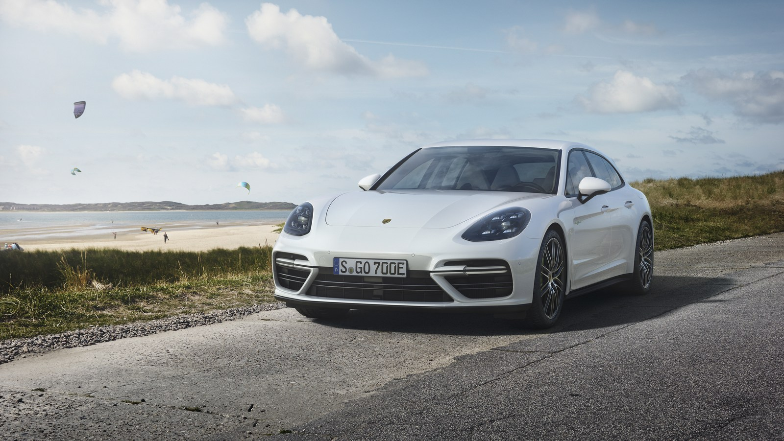 porsche panamera turbo s e hybrid sport turismo unveiled with 680 hp carscoops. Black Bedroom Furniture Sets. Home Design Ideas