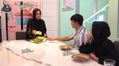 ria ricis mengajak sahabatnya makan mie lemonilo yang sehat dan bebas pengawet