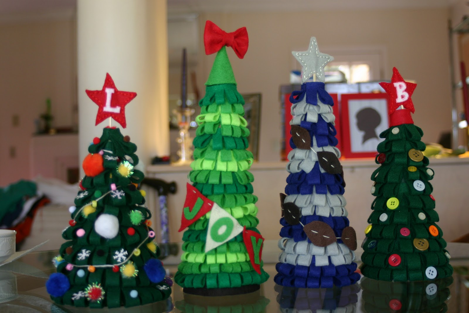 Decoración Manualidades En Fieltro Quotlines Across Quot Felt Christmas Trees