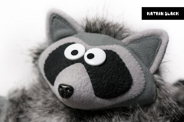 Мягкая игрушка - енот из меха на заказ.