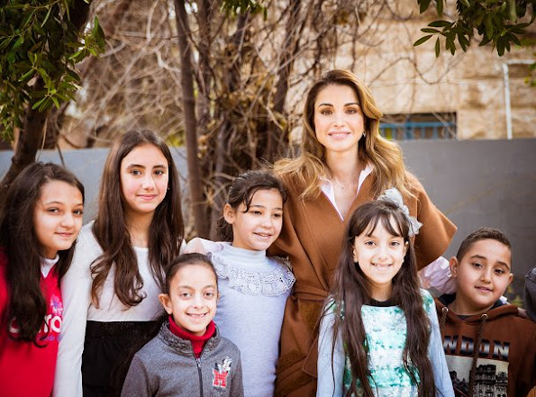 Queen Rania met with the members of the Phi Science Institute. Queen wore Fendi Dress and Balmain Coat, Suede pumps