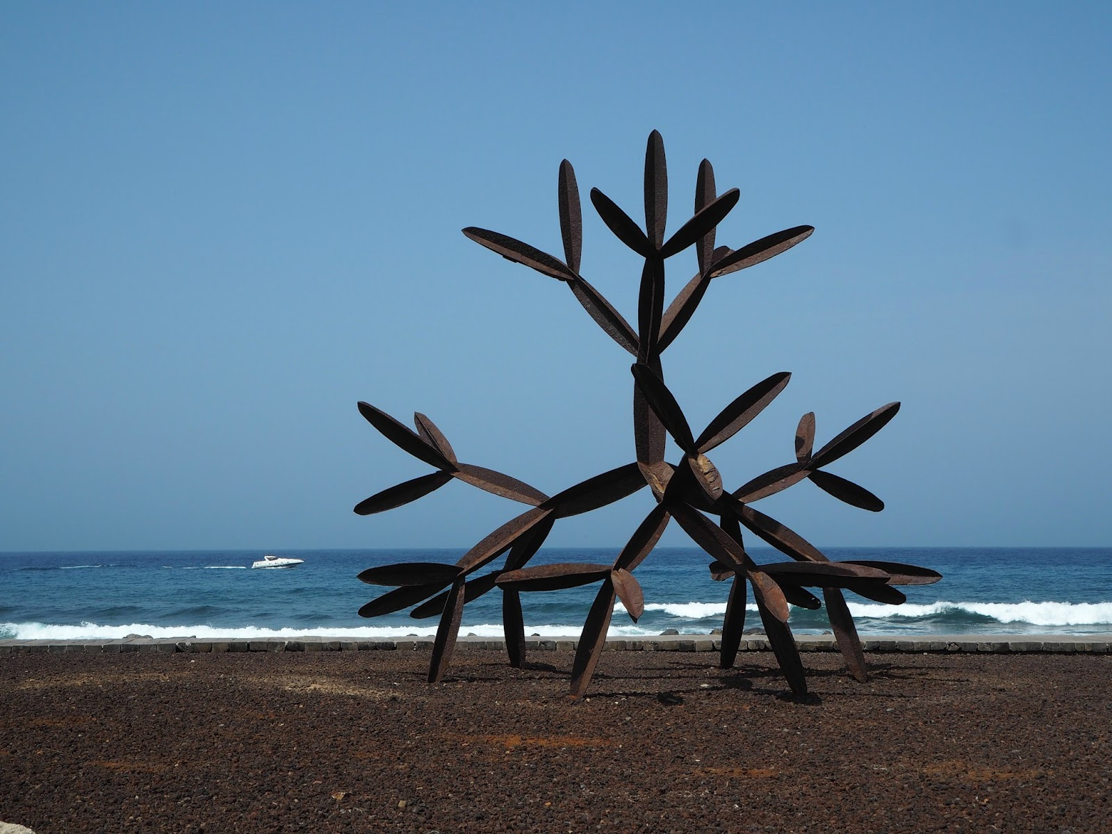 metal beachartwork salvador los cristianos tenerife