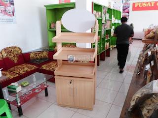 display etalase untuk makanan /snack