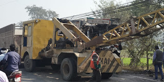 ट्रक और डम्फर की टक्कर में ट्रक चालक की मौत ,जबकि डम्फर चालक की हालत नाजुक  | #NayaSaberaNetwork