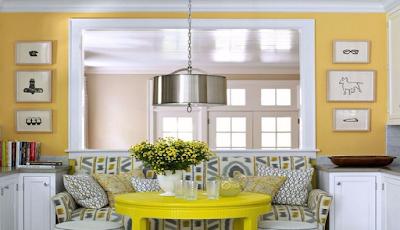 Ruang Makan Minimalis dengan Kursi Sofa