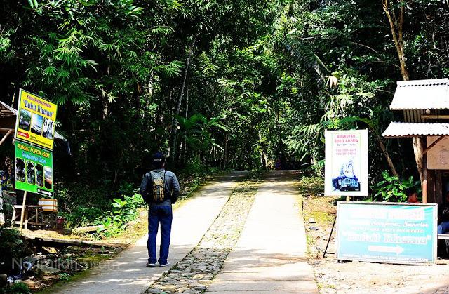 Berjalan menuju Gereja Burung Magelang