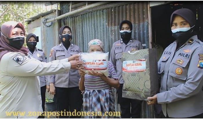 Srikandi Polres Bangkalan Terus Berbagi Sembako Kepada Warga di Tengah Pandemi