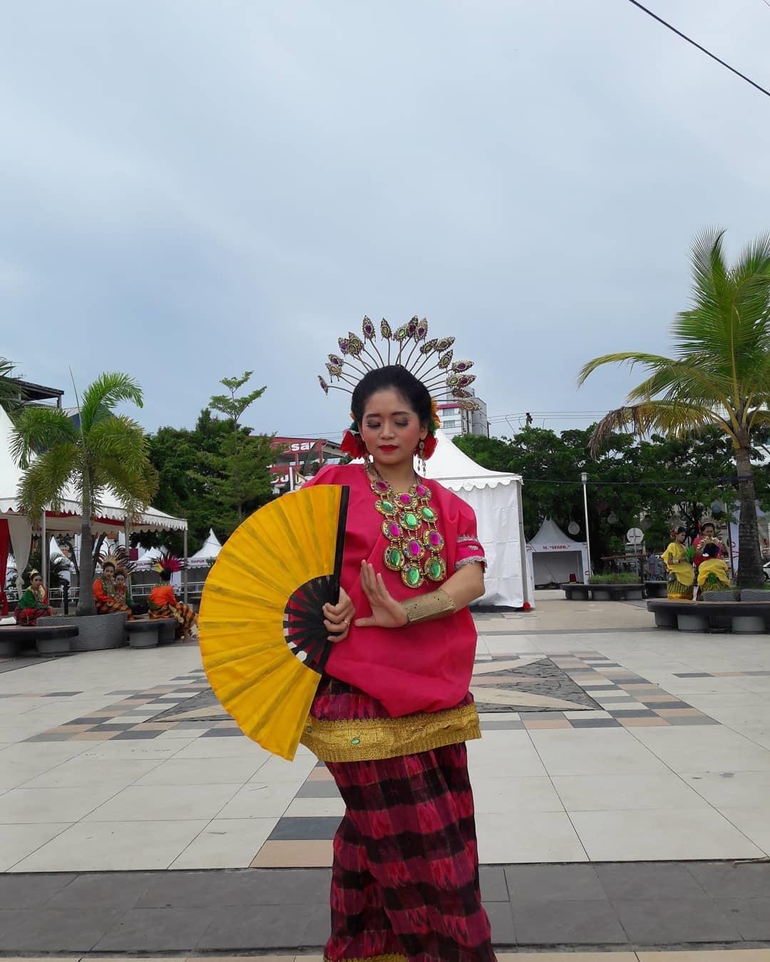 Gambar Tari Pakarena : gambar, pakarena, Pakarena:, Cerminan, Kelembutan, Wanita, Sulawesi, Selatan, Makassar, Guide, Panduan, Wisata