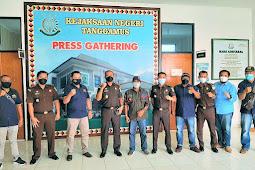 Jalin Silaturahmi, Pimpinan Daerah IWO Tanggamus Audiensi dan Diskusi Bersama KAJARI Tanggamus