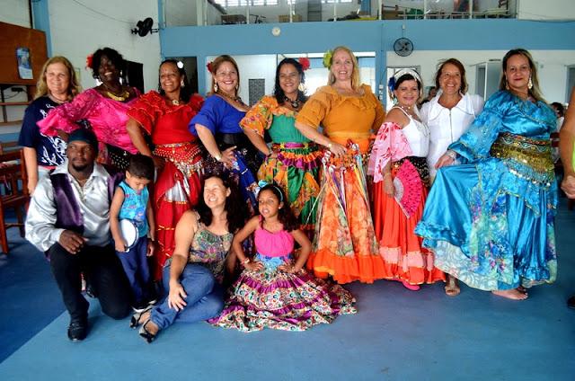 Grupo cigano Tempo de Luz dança para a Melhor Idade em Ilha Comprida