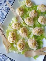 Huevos rellenos de atún y surimi