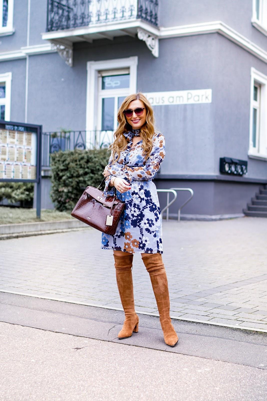 Deutsche-Fashionblogger-blumenprint-kleid-must-have-für-den-frühling-moreandmore-kleid-im-60er-style-picard-tasche-fashionstylebyjohanna-blumenprint-blumenprintkleid