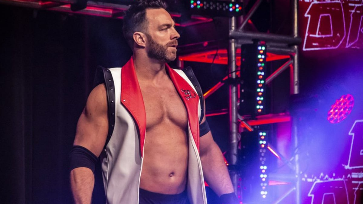 Eli Drake assina com a WWE