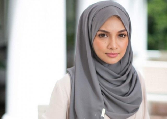 Tudung Neelofa Terlajak Laris, RM1.3 Juta Terjual Dalam Tiga Minit