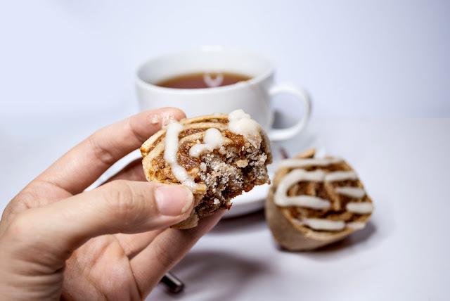 yunaban, vegan, glutenfree, glutenfrei, cinnamon, cinnamon rolls, icing, free from refined sugar, baking, backen, recipe, rezept, schweiz, blog, blogger, zuckerguss, cinnamon bun, zimtschnecke, dessert, treat