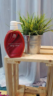 RED BELLA WHITENING & CONTOURING BODY WASH
