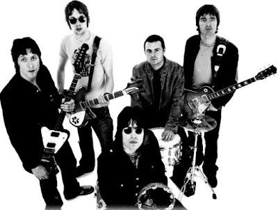 Foto de Oasis con sus instrumentos musicales