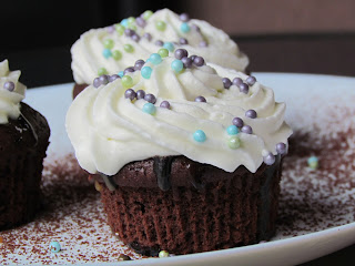Cupcakes cu ciocolata si banane / Banana and Chocolate Drizzle Cupcakes