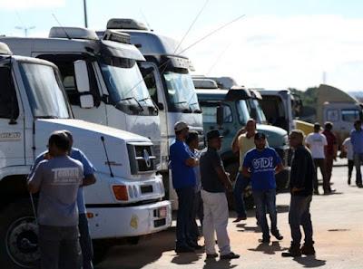 Redução do preço do diesel é principal demanda de caminhoneiros, diz CNT