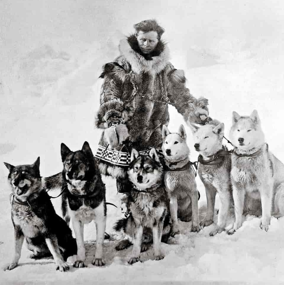 Leonhard Seppala with dogs