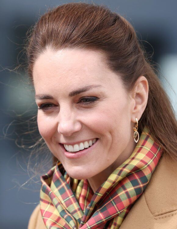 Kate Middleton wore a cashmere coat by Massimo Dutti with a jumper and wide-leg trousers. Hamilton and Inches earrings