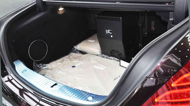 Cốp sau Mercedes Maybach S650 2019 được thiết kế rộng rãi và thoải mái