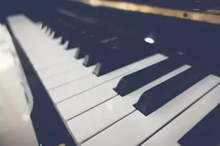 Sebuah Piano