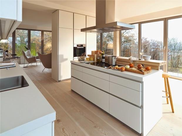 en cada cocina hay unas necesidades diferentes y para ello contamos con un suelo de madera determinado la tarima de madera al ser natural el precio es