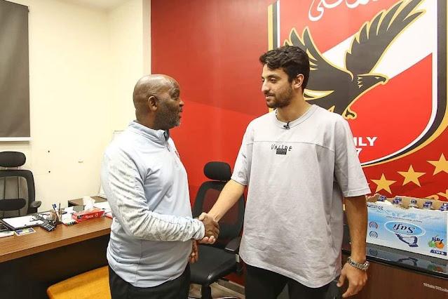 طاهر محمد طاهر يصل مقر الجزيرة في أول مران له مع الفريق