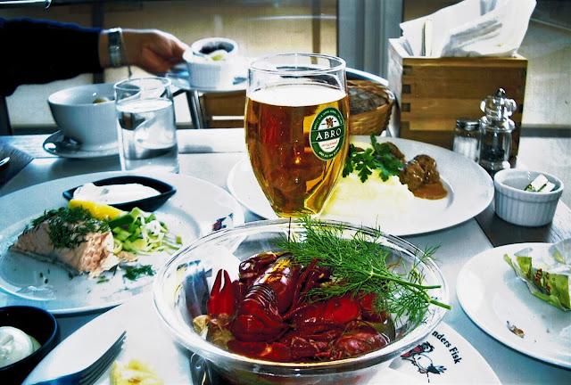 Piatti con cibo tipico di Stoccolma