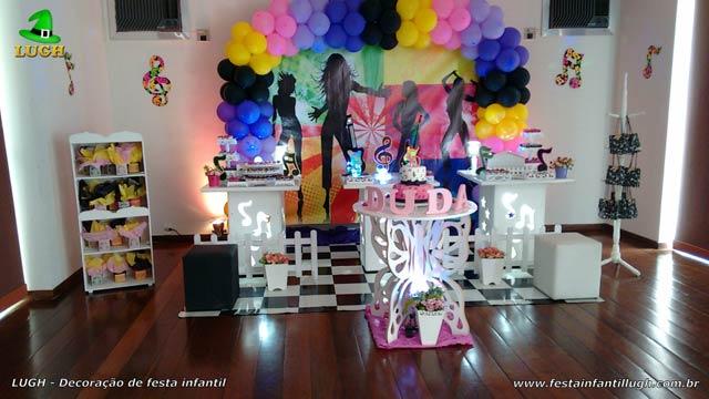 Decoração provençal simples tema Discoteca para aniversário feminino