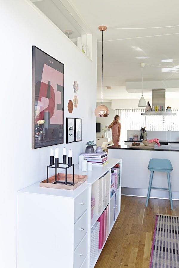 casa nórdica, cables vistos y colores pastel. Mueble Ikea