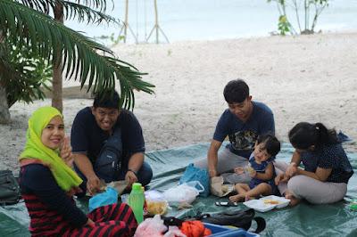 Piknik di Pantai Reviola Barelang Batam