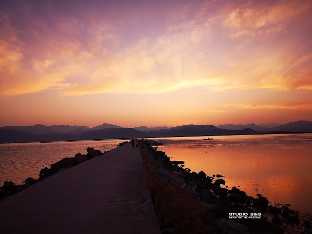 Ναύπλιο: Απολαυστική ηρεμία στις τελευταίες ακτίνες του ήλιου (βίντεο drone)